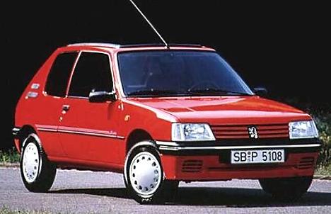Компактный Peugeot 205 стал одной из самых популярных машин фирмы.