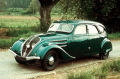 Peugeot 402 был попыткой сохранить автомобили среднего класса.