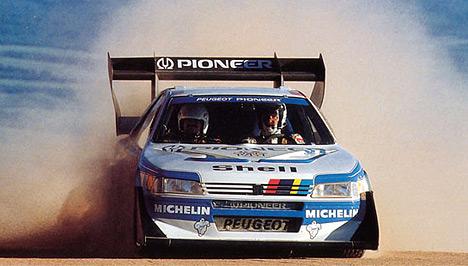 Гоночные Peugeot 405 T-16 несколько раз выигрывали знаменитый марафон Париж-Дакар.